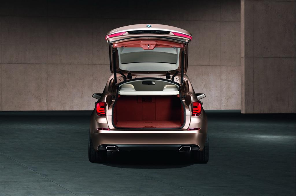 bmw_5_series_gt_boot2