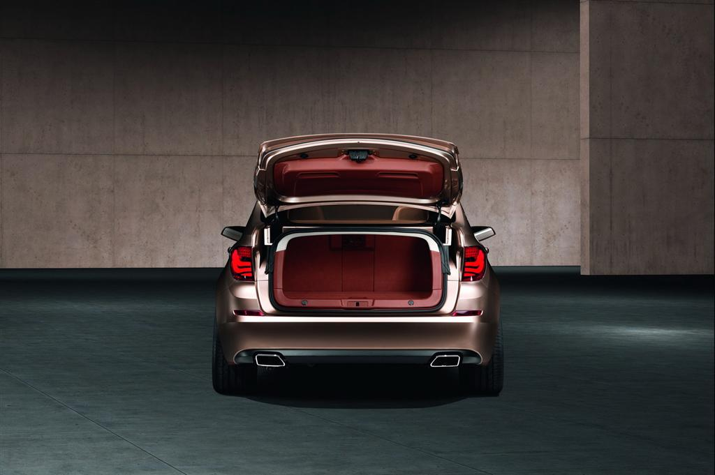 bmw_5_series_gt_boot3