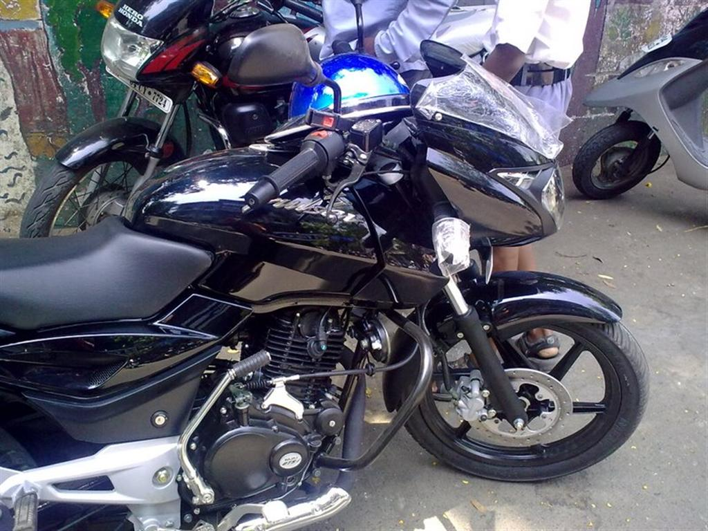 Bike stickering designs for pulsar 150 - 2009_bajaj_pulsar_150_pictures New_bajaj_pulsar_150_black_theme