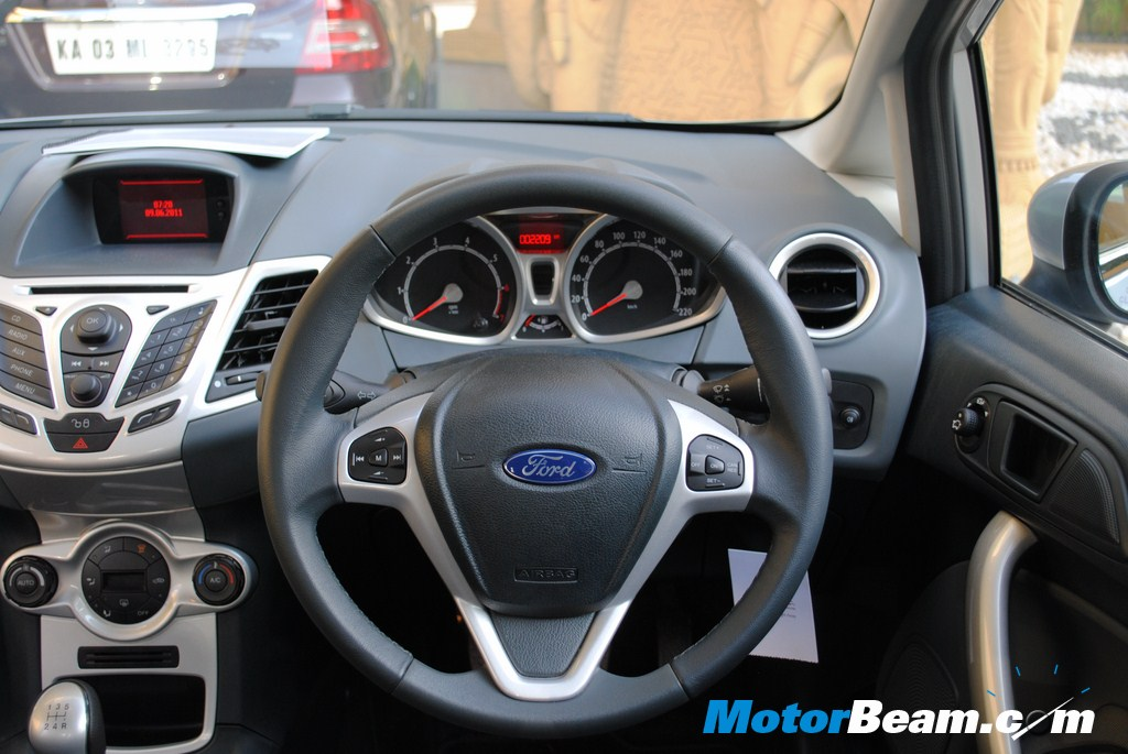 2011_Ford_Fiesta_Steering