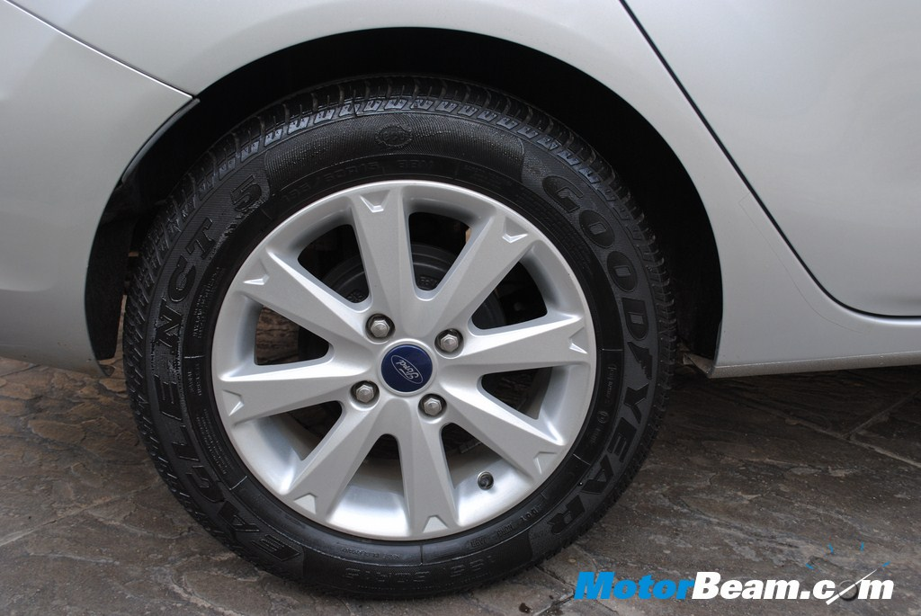 2011_Ford_Fiesta_Tyres
