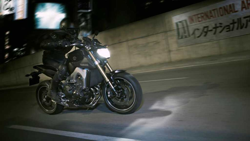 2013 Yamaha MT-09 Head