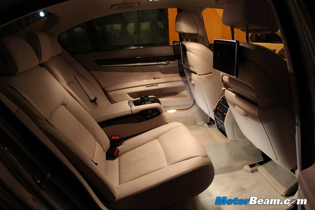 2014 BMW 7-Series Legroom