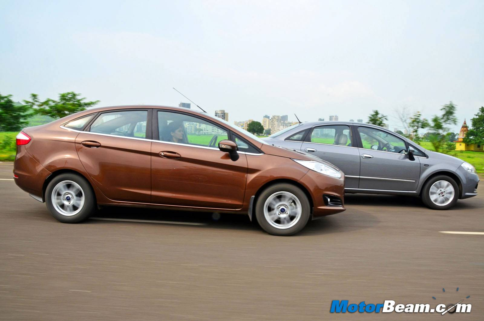 2014 Ford Fiesta vs Fiat Linea