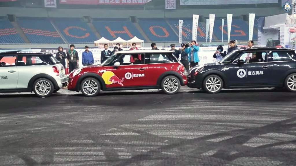 2014 Guiness World Record For Parallel Parking Han Yue