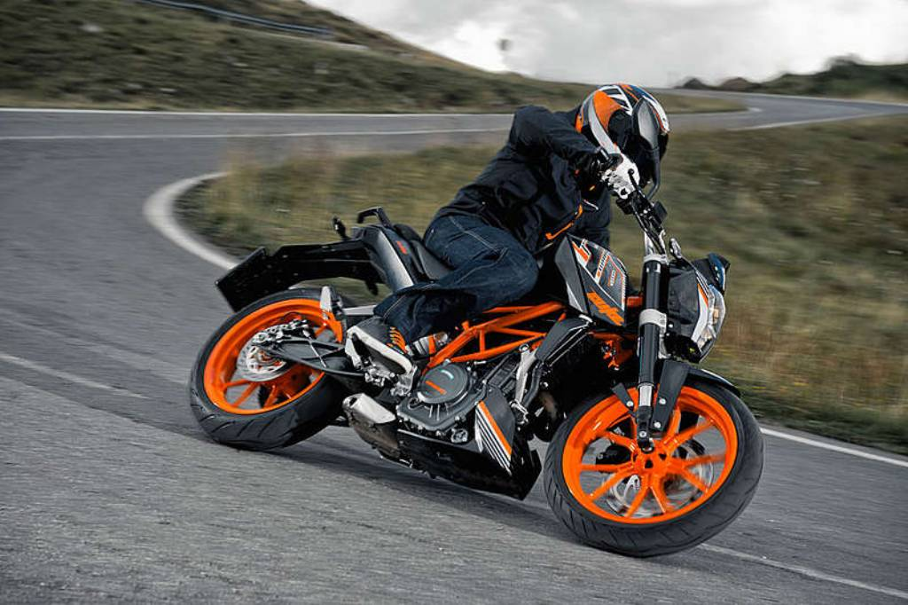 ktm updates 2015 duke 390 with 20 changes including slipper clutch
