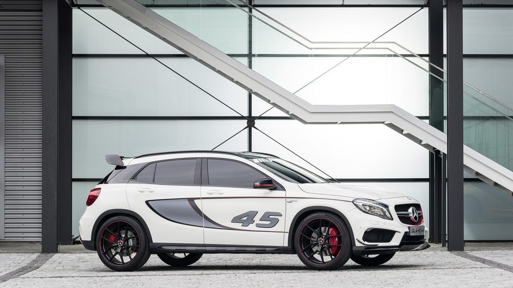 2014 Mercedes Benz GLA 45 AMG Concept Ground Clearance