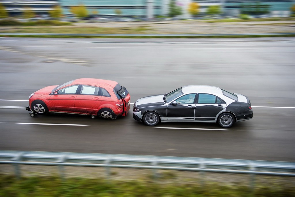 2014 Mercedes S-Class testing side