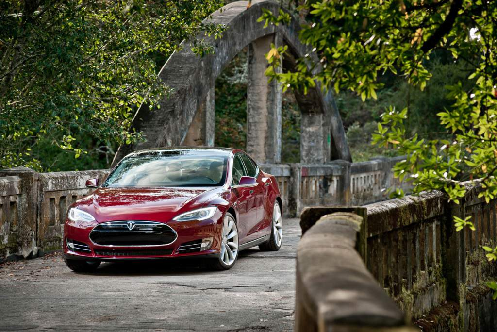 2014 Tesla Model S Wallpaper