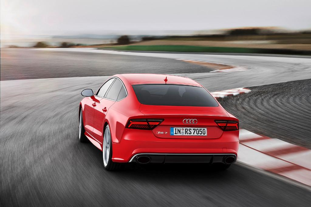 2015-Audi-RS7-Action