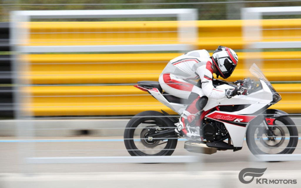 2015 Hyosung GD250R Action