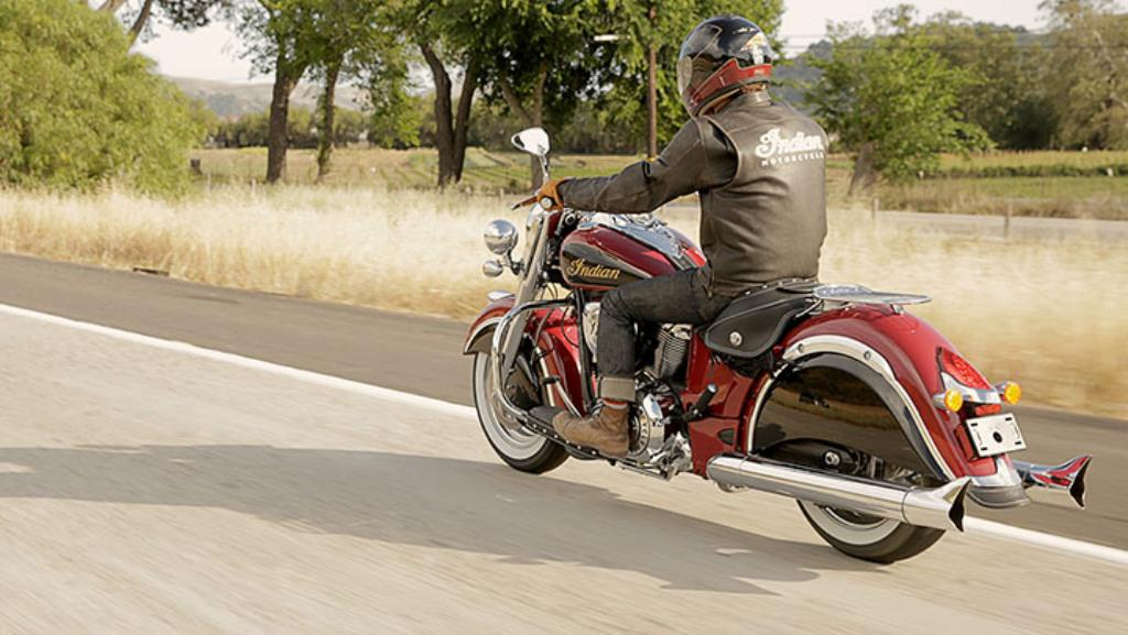 2015 Indian Motorcycles Chief Classic Two Tone Red Thunder Black