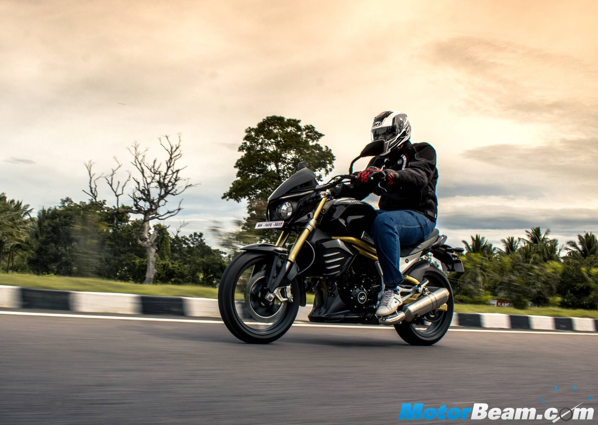 2015 Mahindra Mojo Touring Review