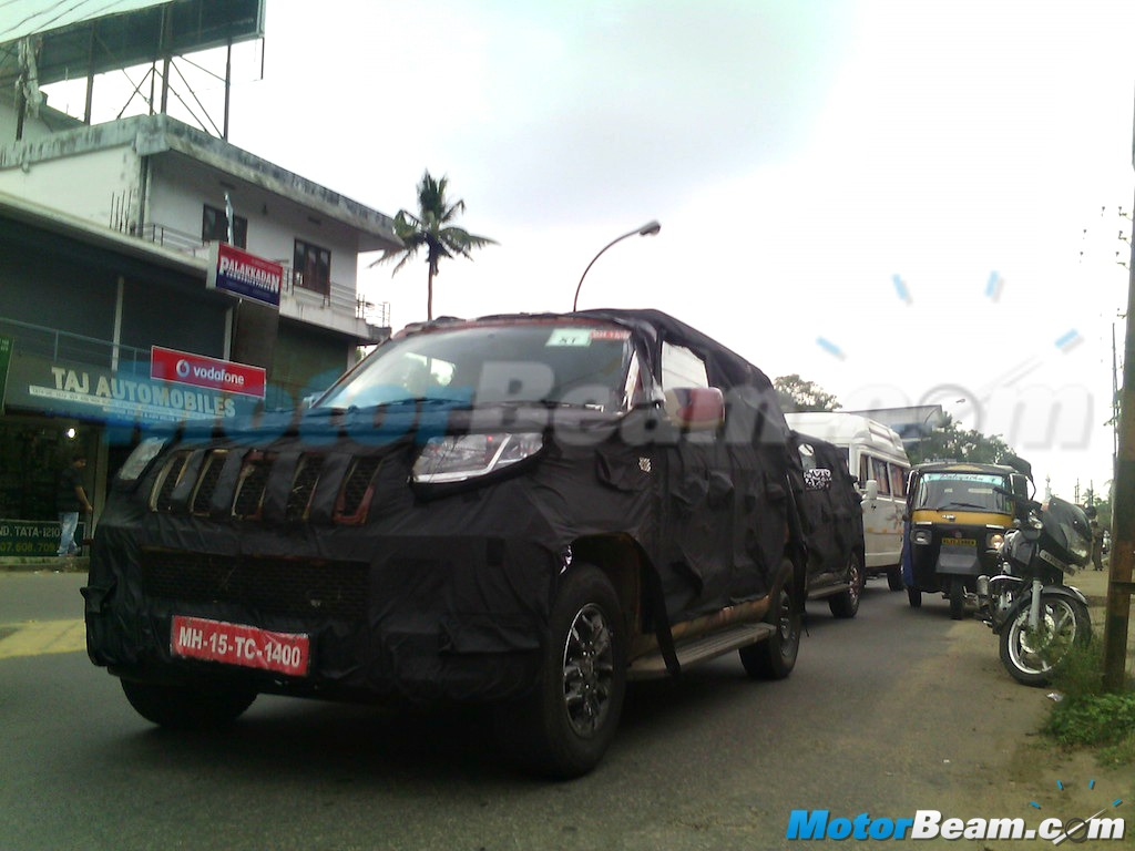 2015 Mahindra U301 Spy Shot Headlights