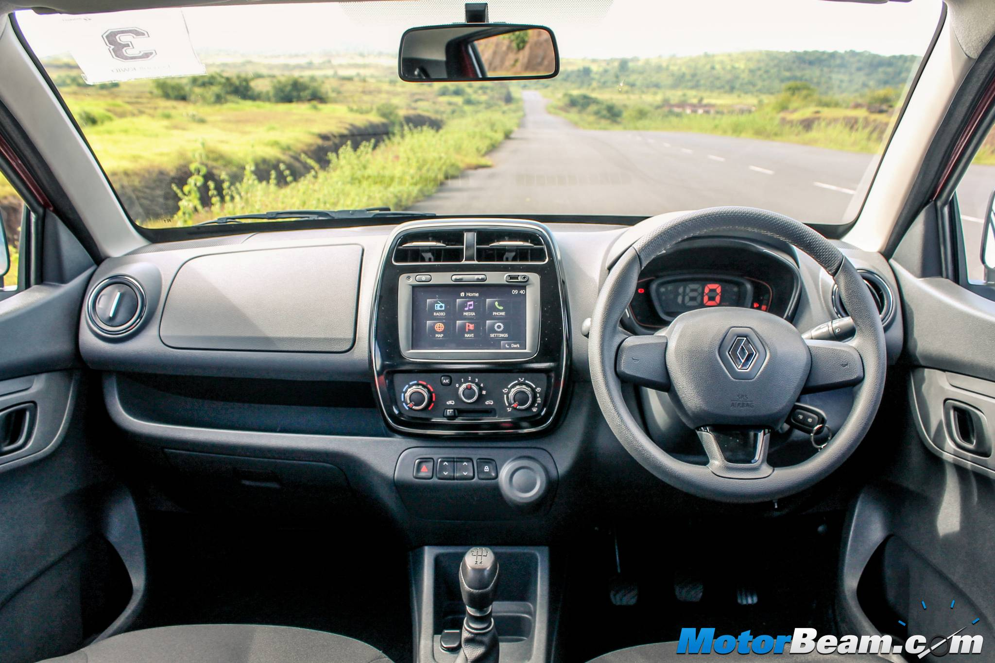 Renault Kwid Receives 25000 Bookings Within 2 Weeks Of Launch