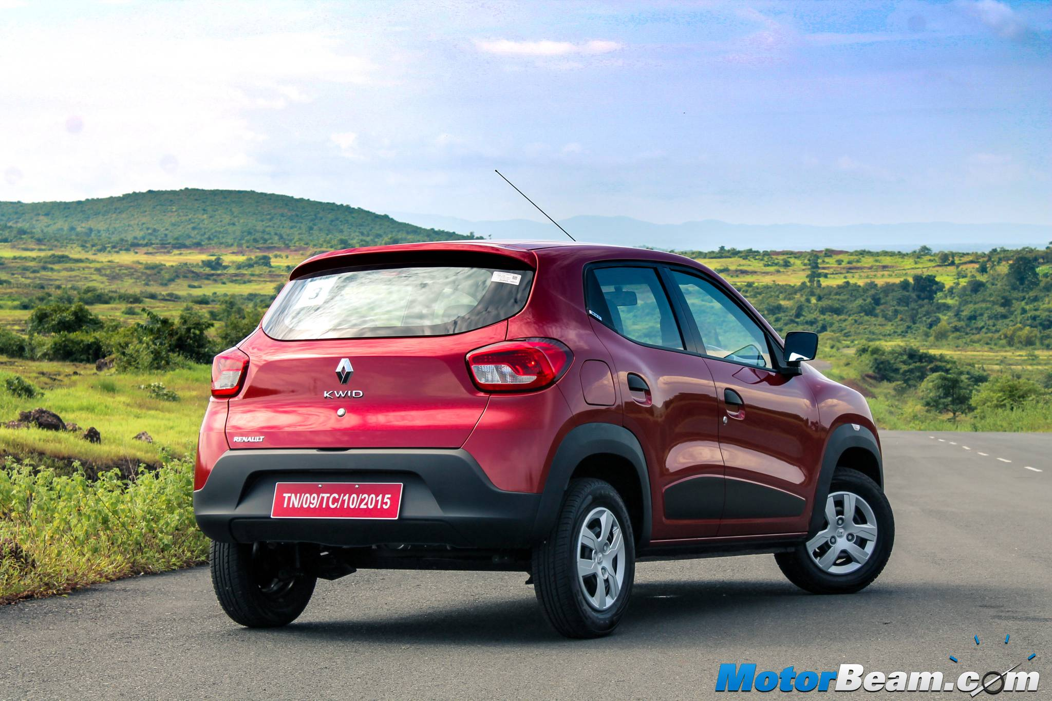 2015 Renault Kwid Launched Priced From Rs 2 57 Lakhs