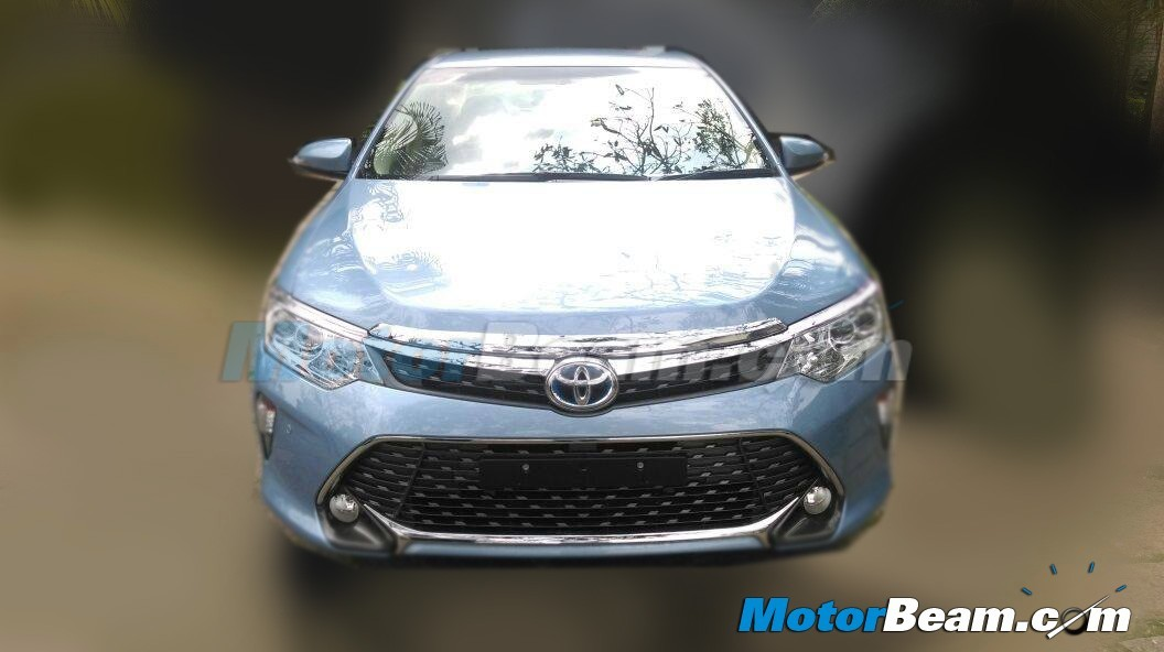2015 Toyota Camry Facelift Front India Launch