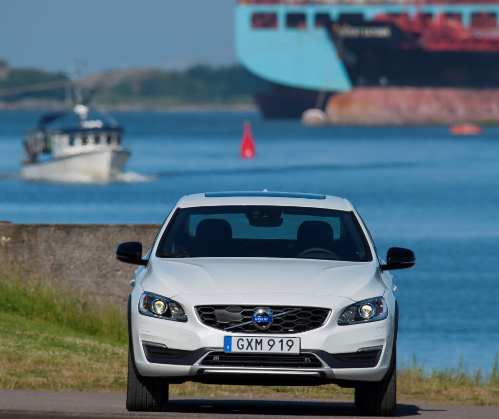 2015 Volvo S60 Cross Country Front