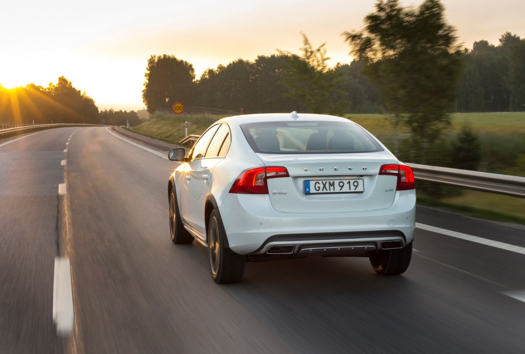 2015 Volvo S60 Cross Country Rear