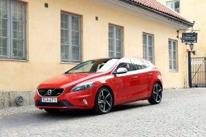 2015 Volvo V40 R Design India Launch