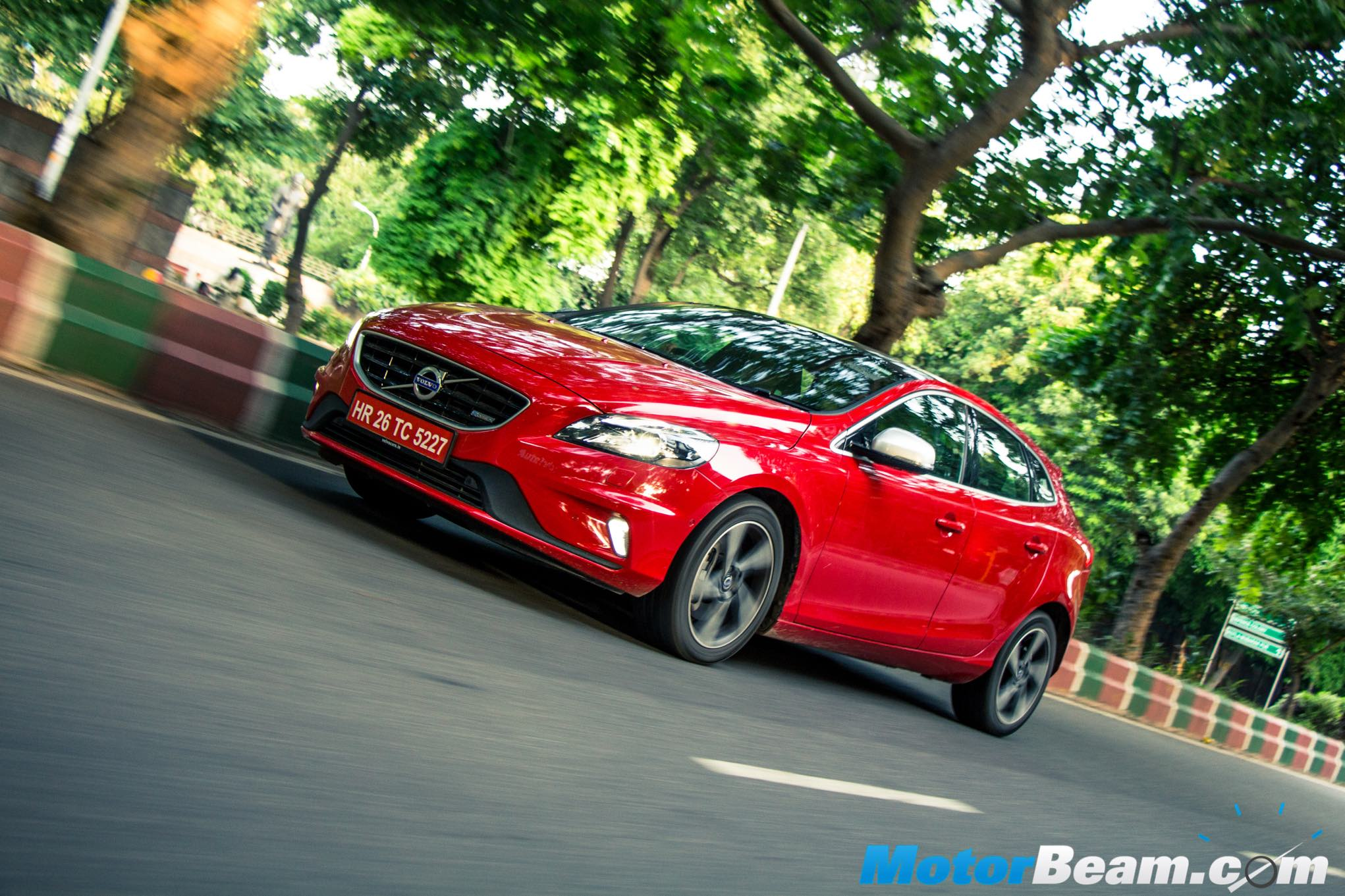 2015 Volvo V40 Review