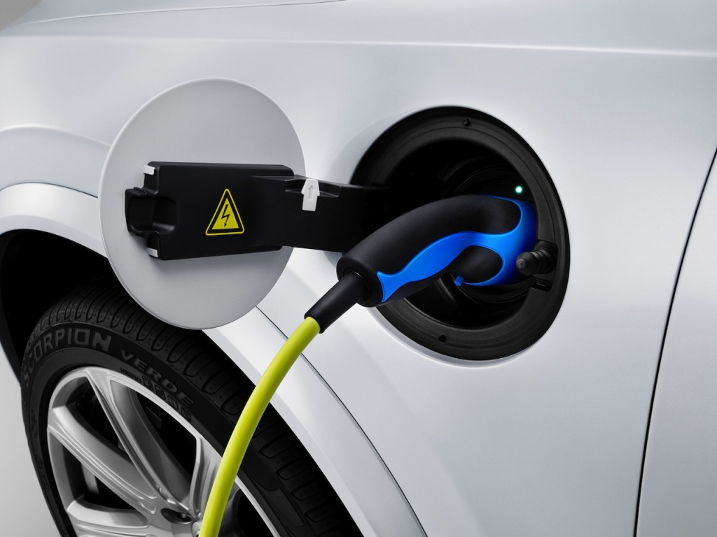 2015 Volvo XC90 Plug-In Charging Cable