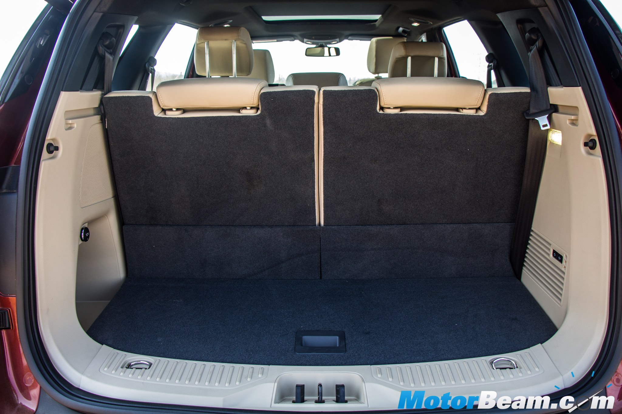 2016 Ford Endeavour Boot