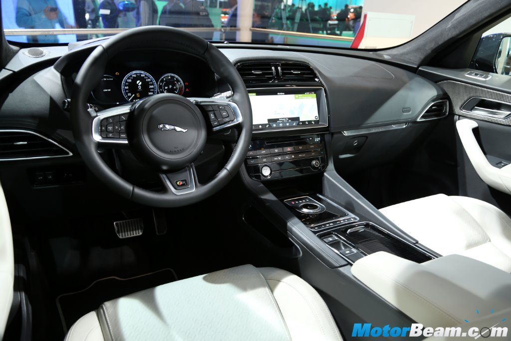 2016 Jaguar F-Pace Dashboard