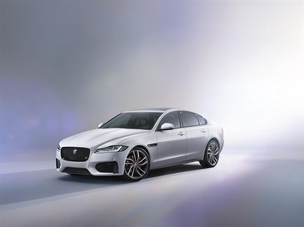 2016 Jaguar XF Side
