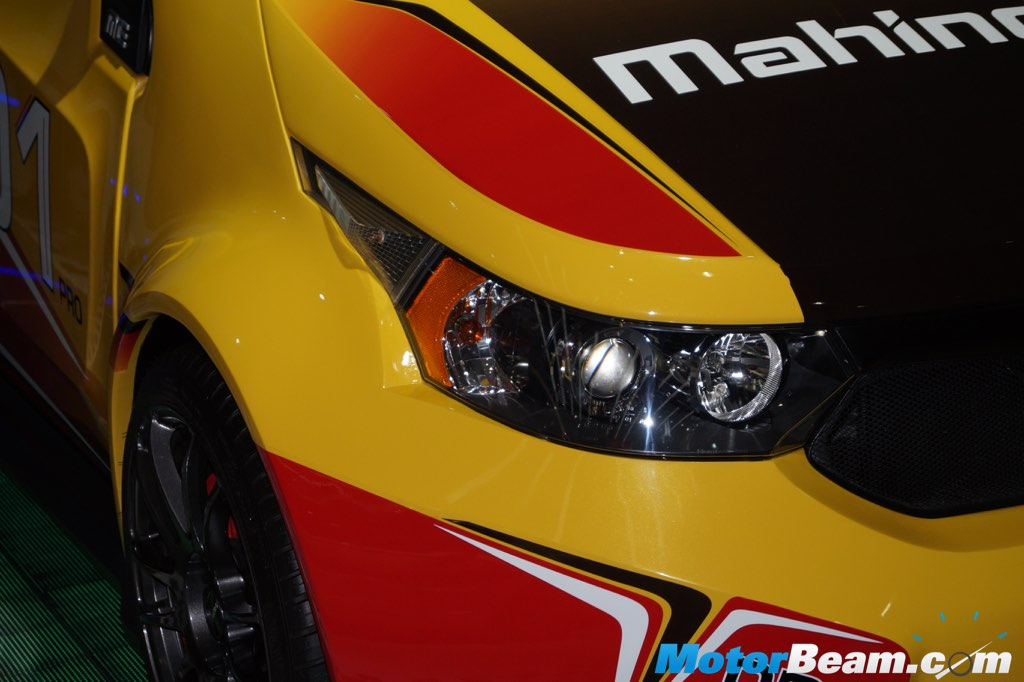 2016 Mahindra e2o Sport Headlight
