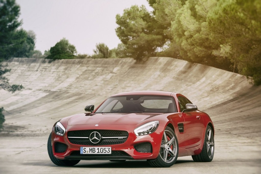 2016-Mercedes-AMG-GT-Front