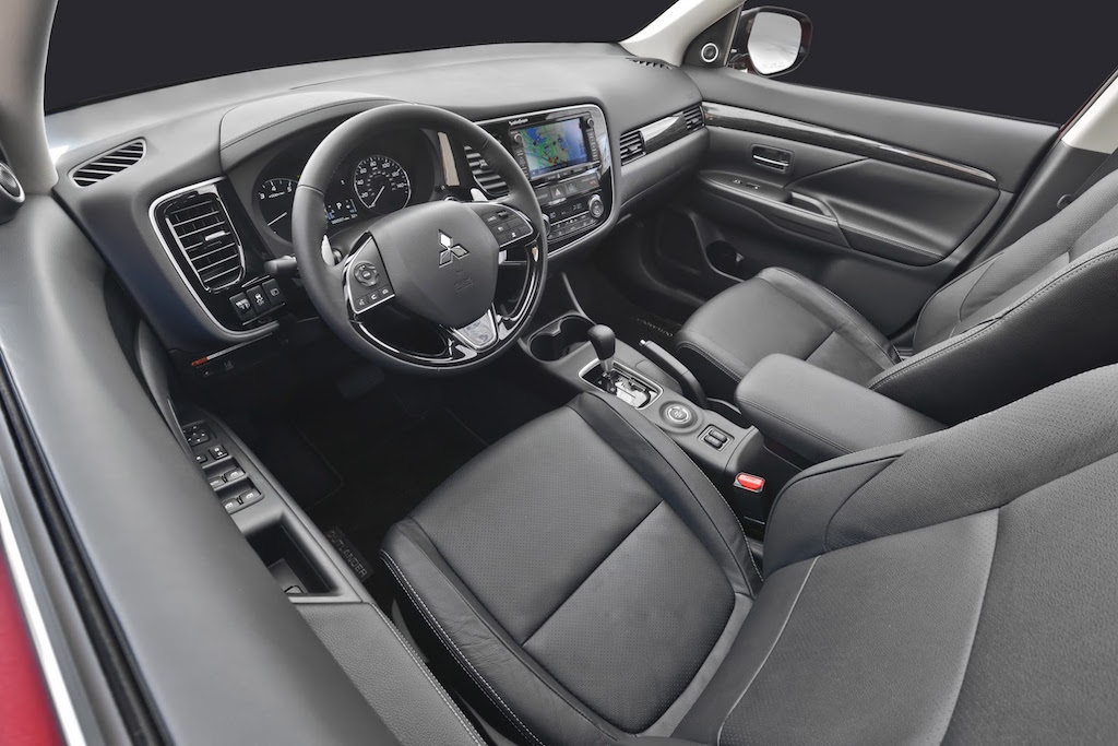 2016 Mitsubishi Outlander Facelift Interior