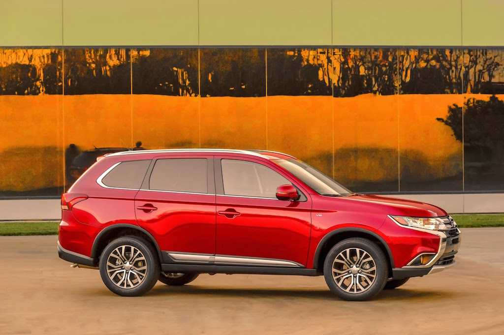2016 Mitsubishi Outlander Side