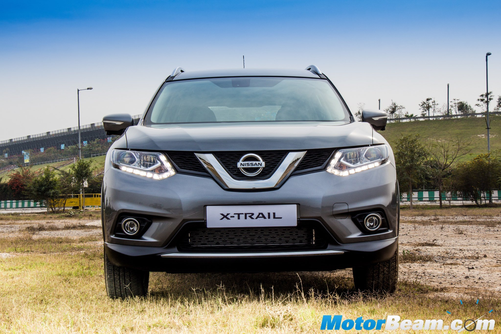 2016 Nissan X-Trail Hybrid Front