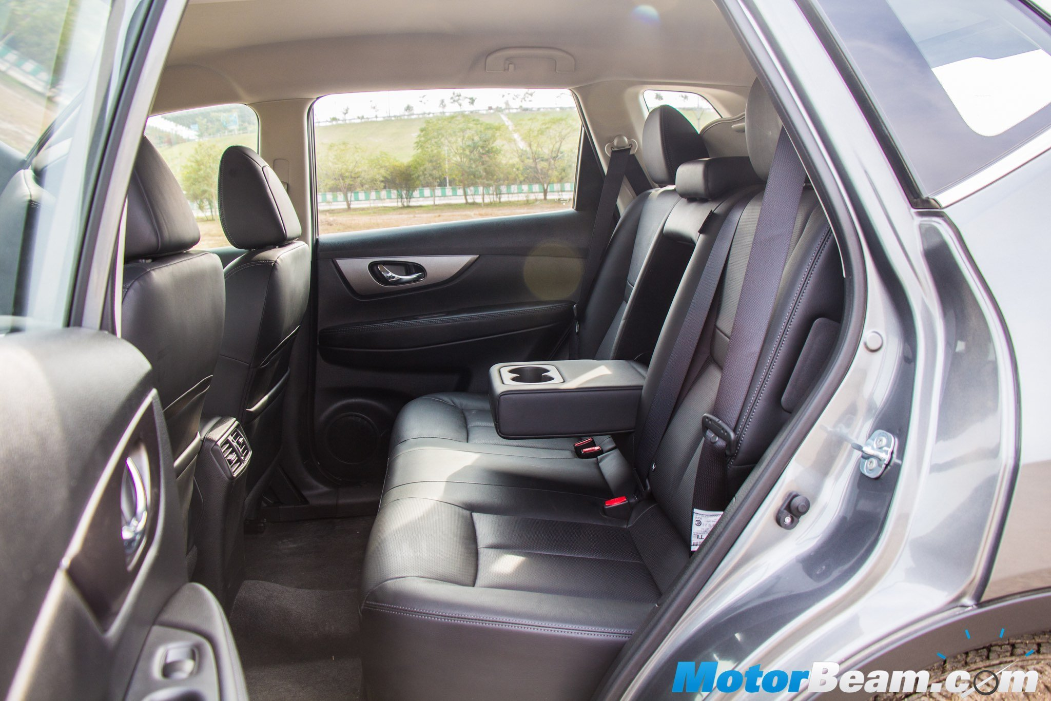 2016 Nissan X-Trail Hybrid Legroom