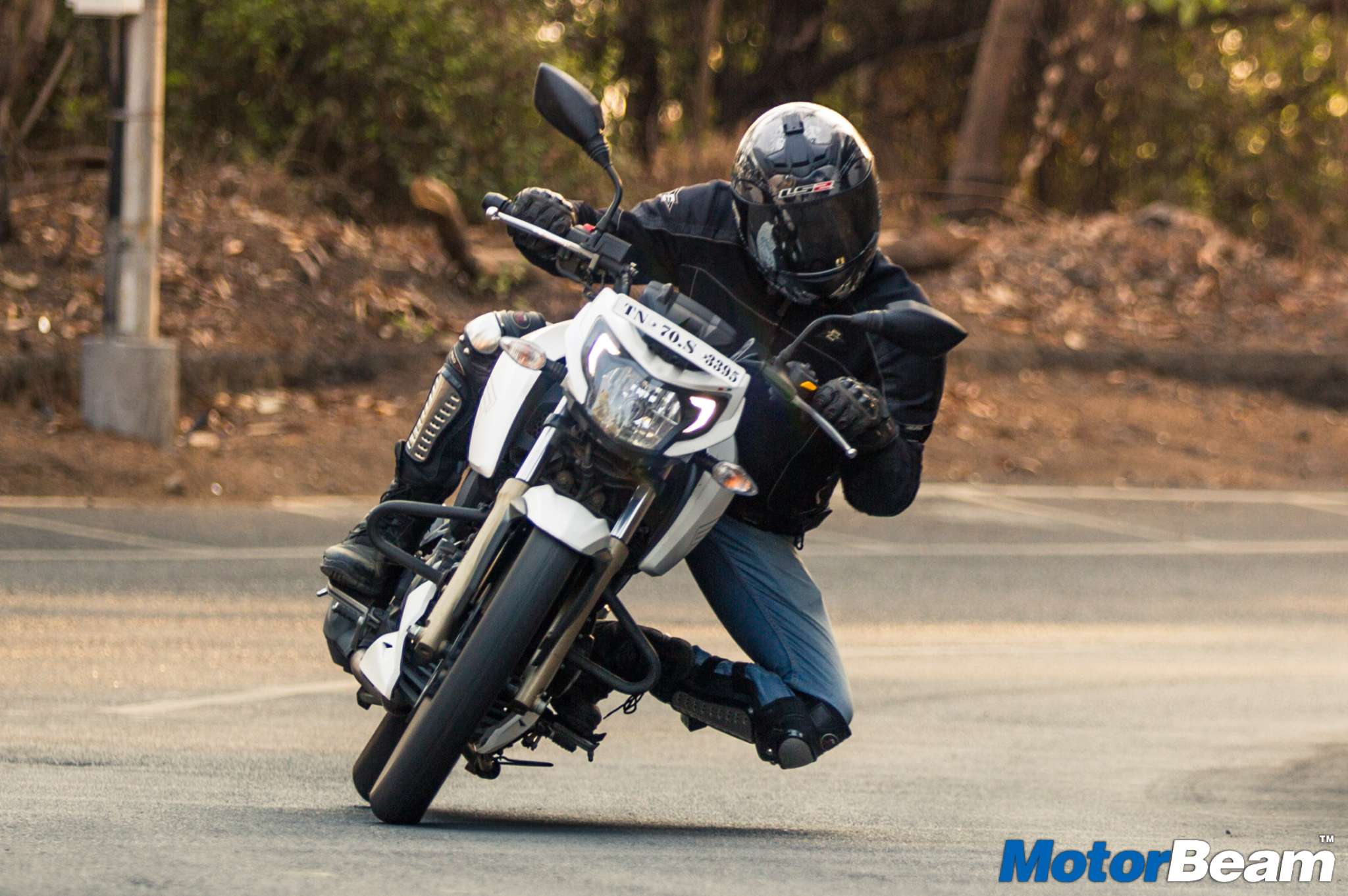 2016 TVS Apache 200 Video Review