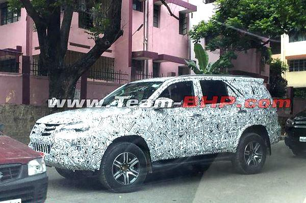 2016 Toyota Fortuner Spied In Bangalore