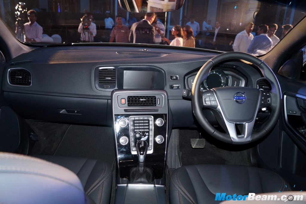 2016 Volvo S60 Cross Country Dashboard