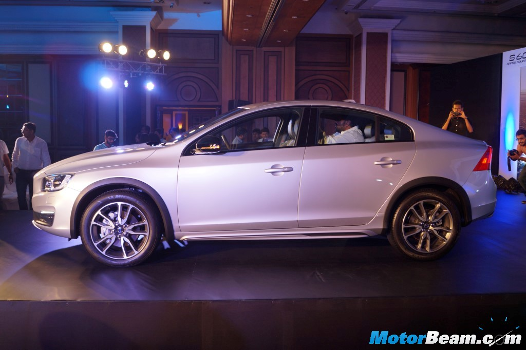2016 Volvo S60 Cross Country Launch Side