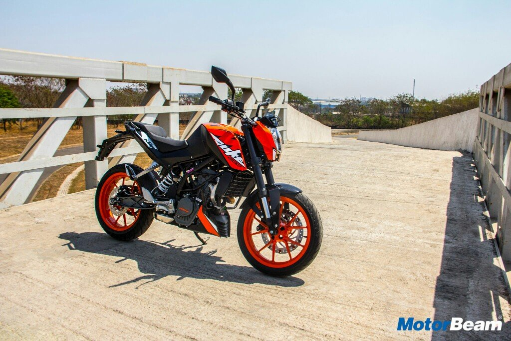 2017 KTM Duke 200 Review