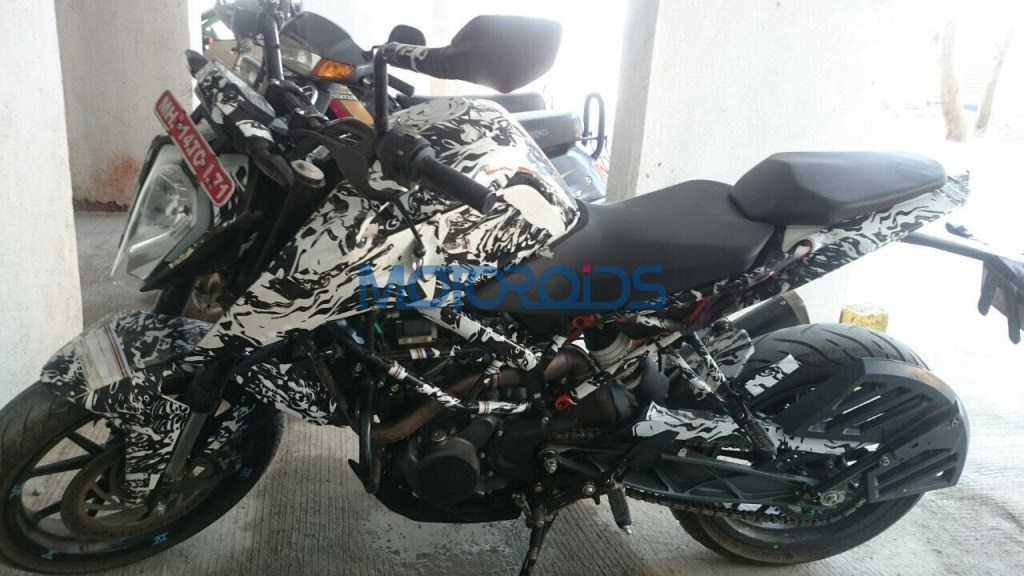 2017 KTM Duke 200 Spied Side