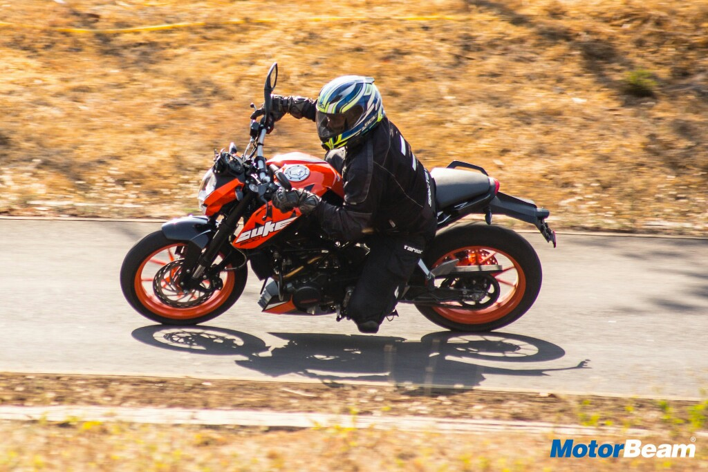 2017 KTM Duke 200 Test Ride