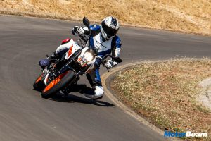 2017 KTM Duke 200 Video Review