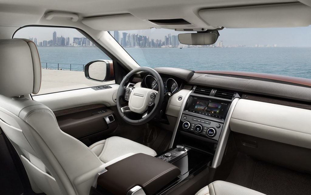 2017 Land Rover Discovery Dashboard