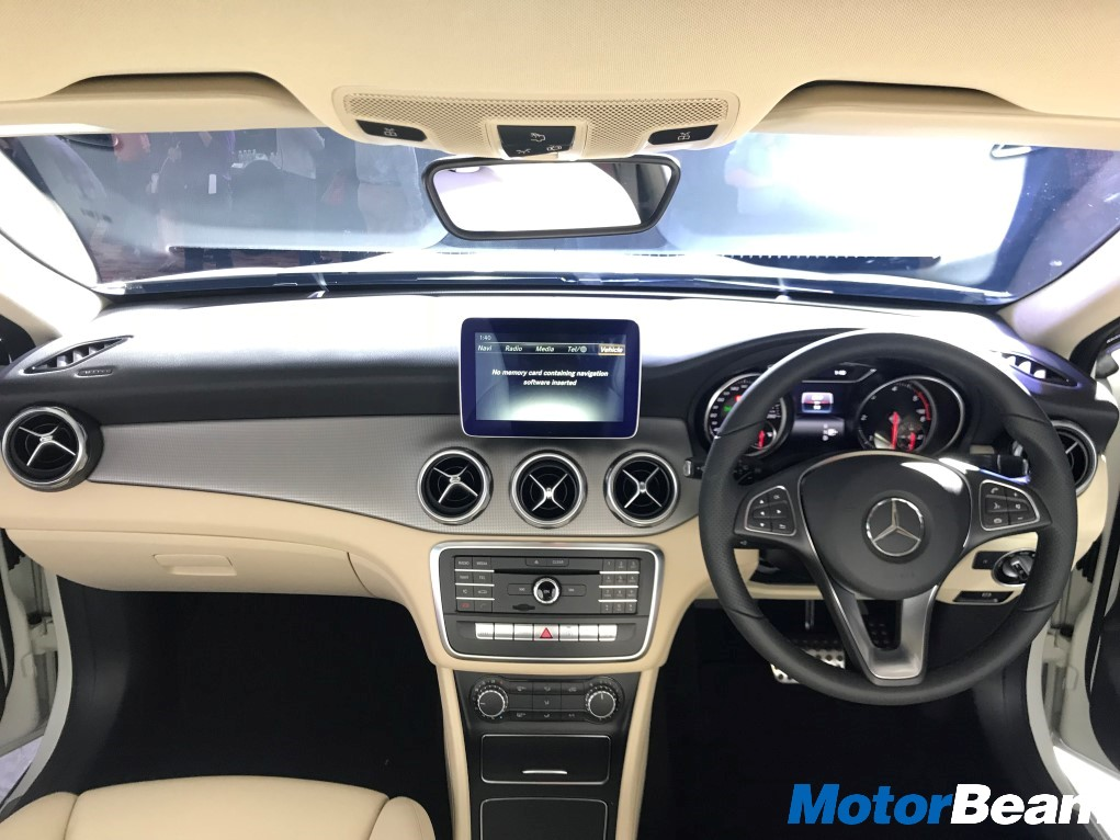 2017 Mercedes GLA Dashboard