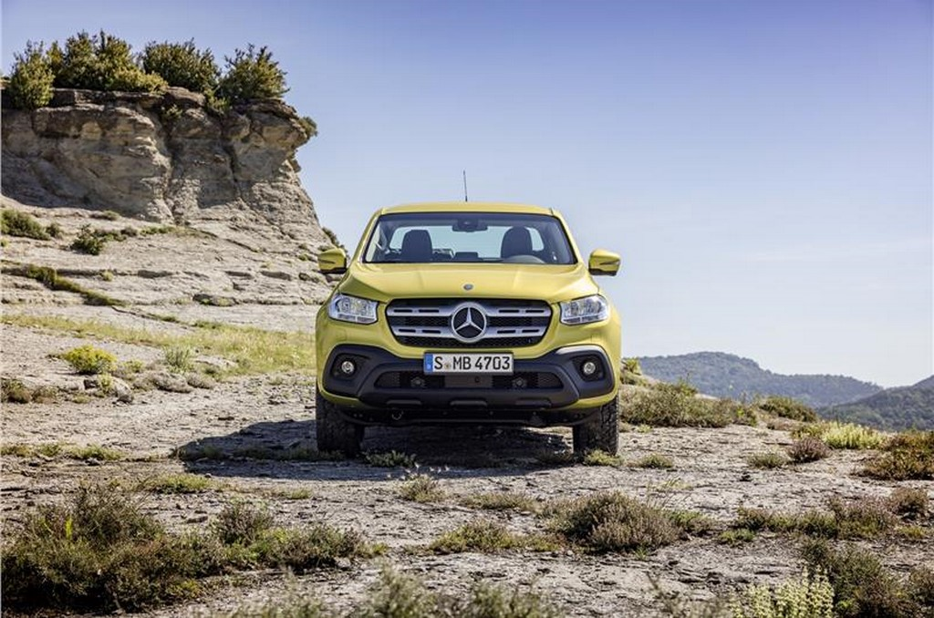 2017 Mercedes X-Class Pickup Front