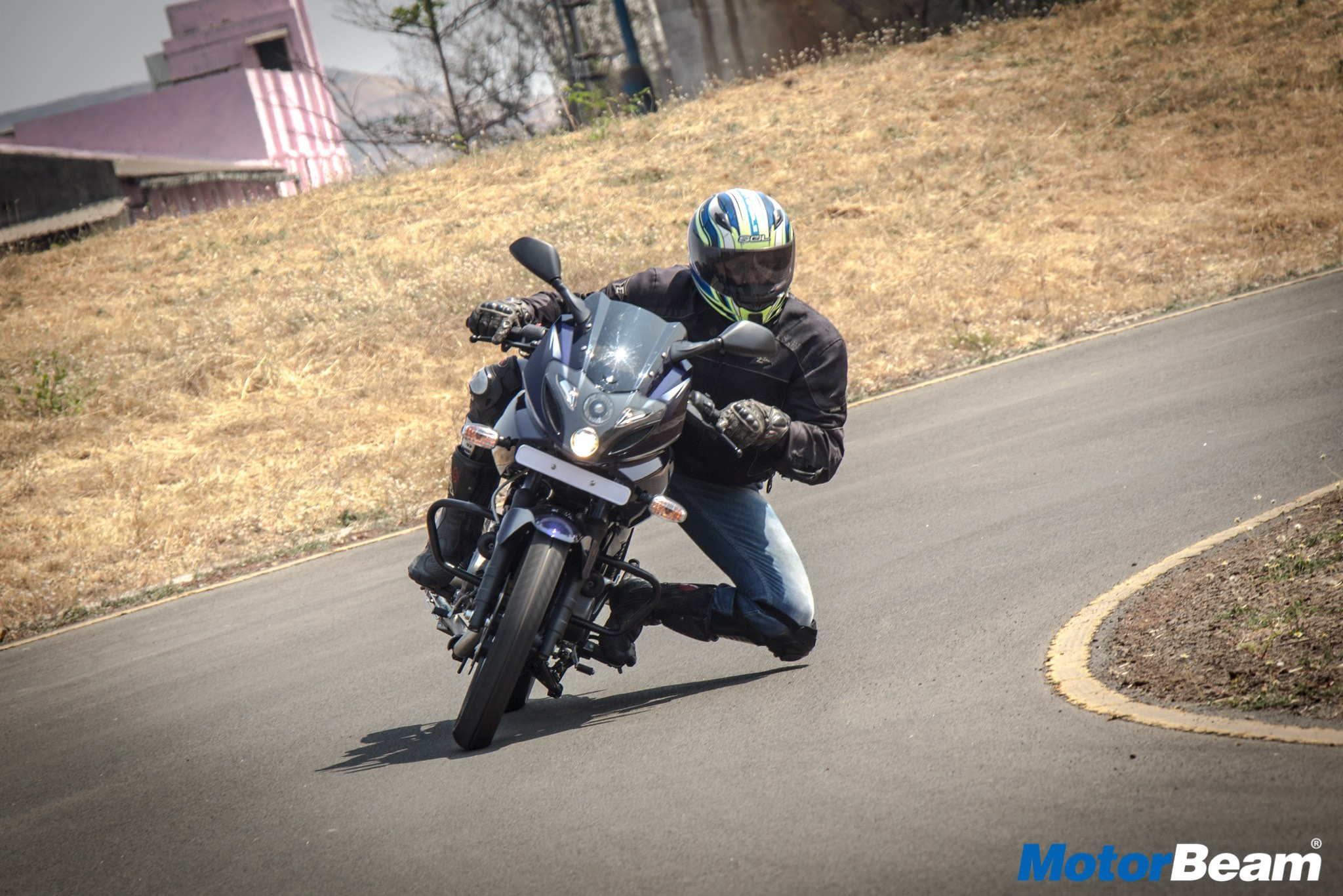 2017 Pulsar 220 Video Review