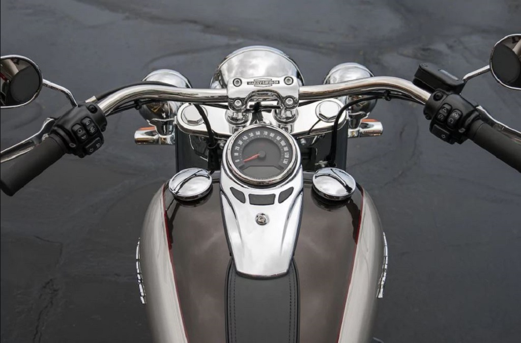 2018 Harley-Davidson Softail Deluxe Instrument Console