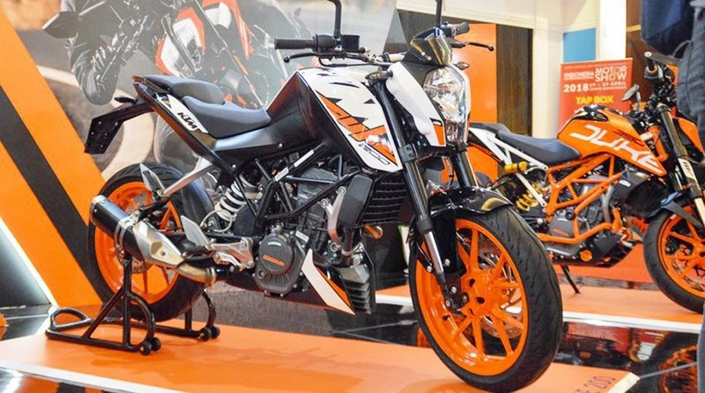 2018 KTM Duke 200 Side Exhaust
