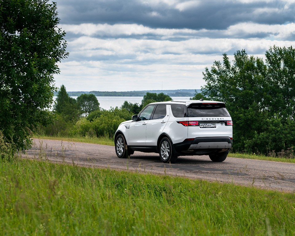 2019 Land Rover Discovery Rear